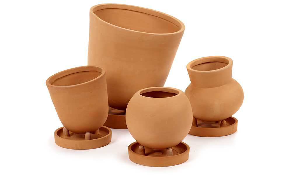 Terracotta Pots by René Barba